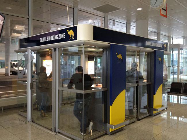 Sala Fumatori Malpensa : Airport smoking zone rolling tobacco